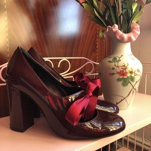 Vintage style patent leather heels!